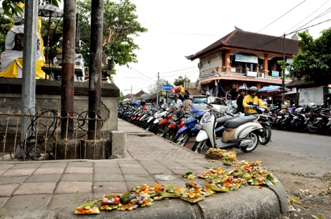 Offerings at the main intersection of the Sukawati Markets
